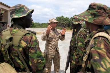 Kenya Army soldier with US Army instructor. US military aid could dry up following wrangles in the Giant Coalition.